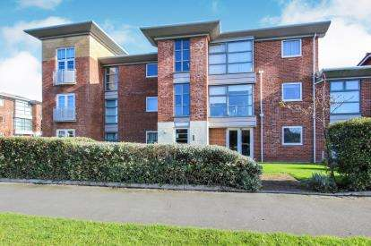 2 Bedrooms Flat for sale in Margaret Court, King Edward Avenue, Lytham St. Annes, Lancashire, FY8