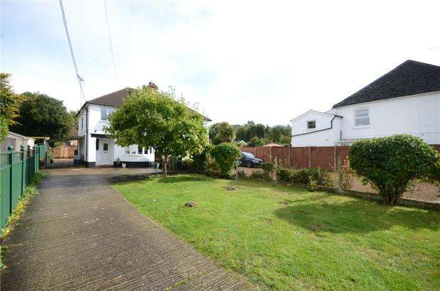 3 Bedrooms Semi Detached House for sale in Frimley Road, Ash Vale, Surrey