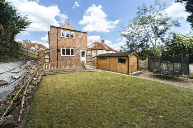 3 Bedrooms Detached House for sale in Birch Avenue, Tilehurst, Reading