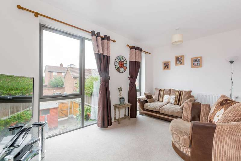 3 Bedrooms House for sale in Charford Road, Canning Town, E16