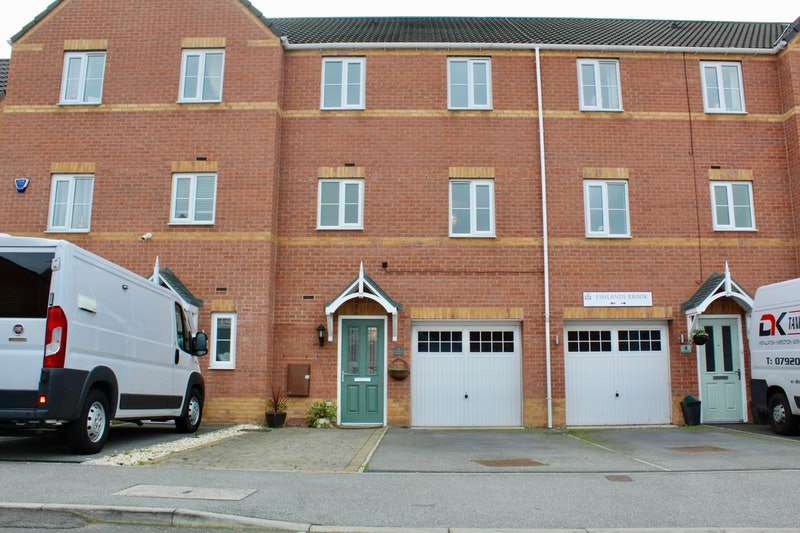 4 Bedrooms Town House for sale in Eshlands Brook, Barnsley, South Yorkshire, S71