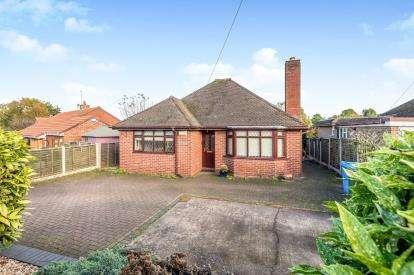 3 Bedrooms Bungalow for sale in Wolverhampton Road, Penkridge, Stafford, Staffordshire