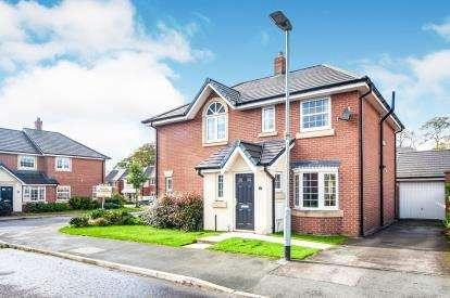 3 Bedrooms Semi Detached House for sale in Boardman Close, Farington, Leyland, Lancashire, PR25