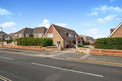 3 Bedrooms Flat for sale in Hayling Island, Hampshire, .