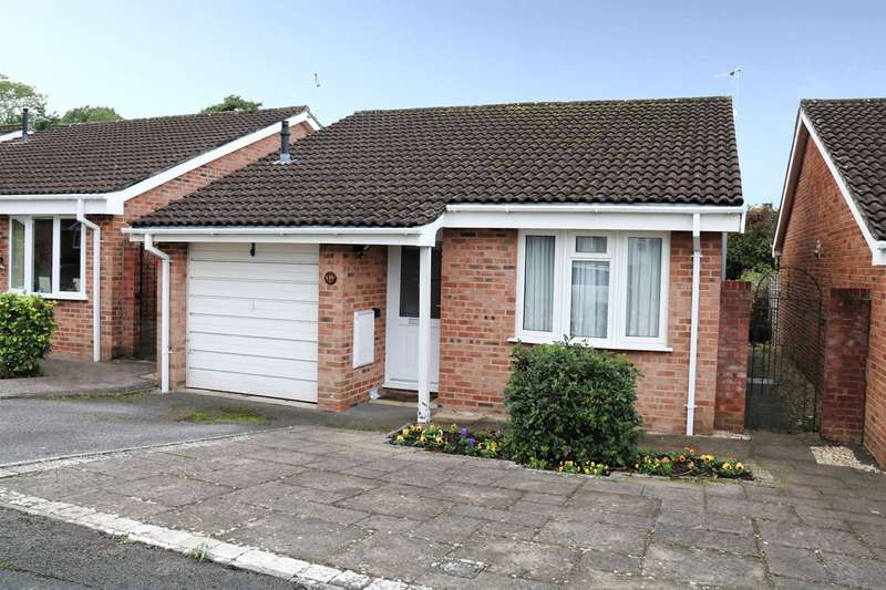 2 Bedrooms Bungalow for sale in Canterbury Close, Yate, BS37