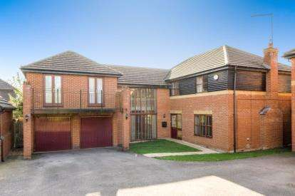 5 Bedrooms Detached House for sale in Winstanley Lane, Shenley Lodge, Milton Keynes, Buckinghamshire