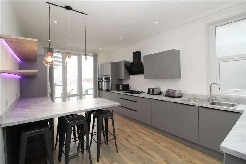 11 Bedrooms House for rent in Sutherland Road, Plymouth