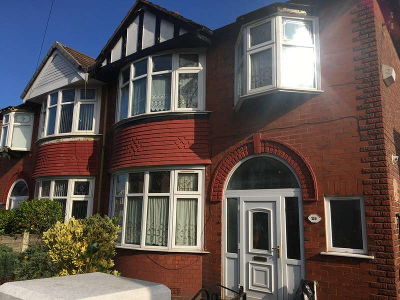 3 Bedrooms Semi Detached House for rent in Northleigh Road, Old Trafford M16