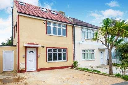 5 Bedrooms Semi Detached House for sale in Elthorne Road, London, Uk