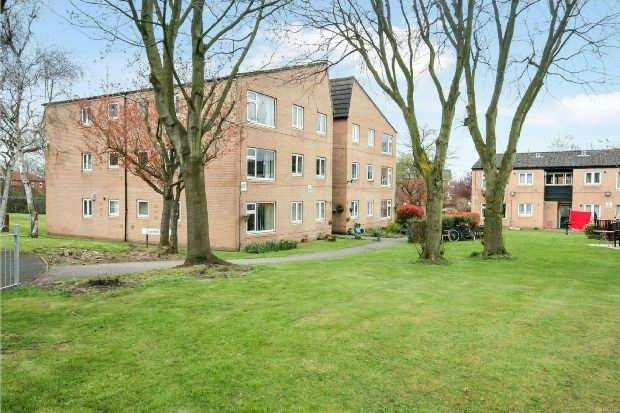 2 Bedrooms Apartment Flat for sale in Coniston Walk, Timperley