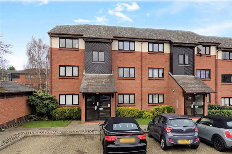1 Bedroom Flat for sale in Maple Gate, Loughton
