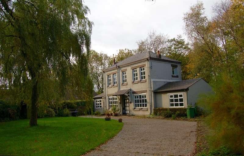 3 Bedrooms Detached House for sale in Station House, Station Lane, Greenfield, OL3 7EL