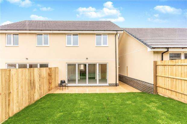3 Bedrooms Semi Detached House for sale in Church Road, Wittering, Peterborough