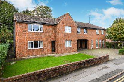 2 Bedrooms Flat for sale in Shenfield, Brentwood, Essex