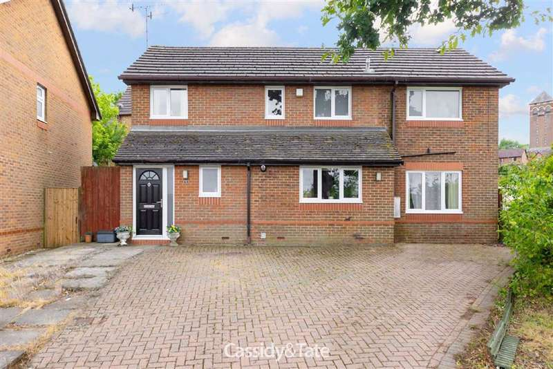 4 Bedrooms Property for sale in Nell Gwynn Close, Radlett, Hertfordshire