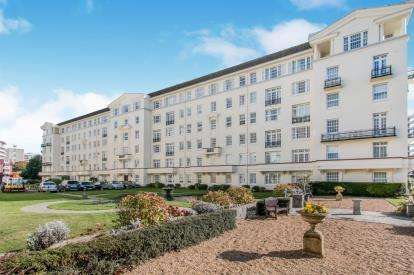 3 Bedrooms Flat for sale in Bath Road, Bournemouth, Dorset