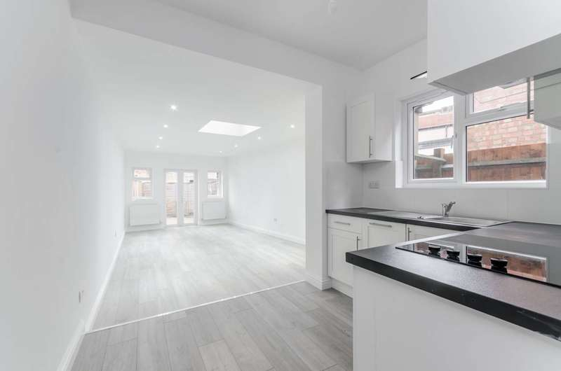 2 Bedrooms Flat for sale in Haydons Road, Wimbledon, SW19