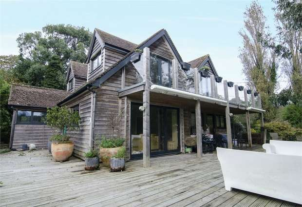 5 Bedrooms Detached House for sale in Clinton Way, Fairlight, Hastings, East Sussex