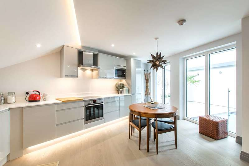 3 Bedrooms Detached House for sale in Winders Road, Battersea Square, SW11