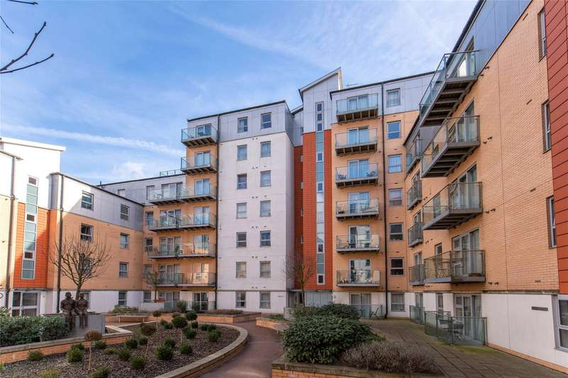 2 Bedrooms Flat for sale in Imperial Heights, Queen Mary Avenue, London, E18