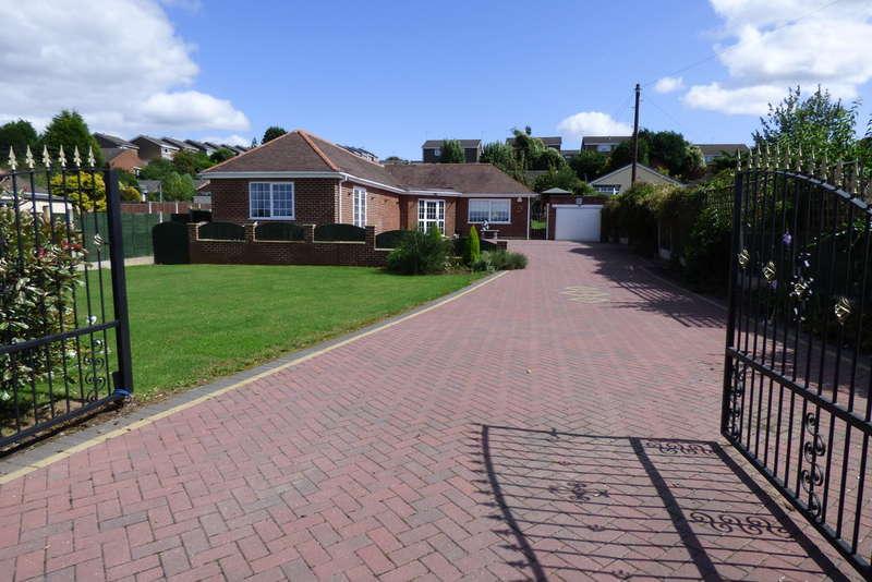 4 Bedrooms Detached Bungalow for sale in Rosliston Road, Burton-on-Trent