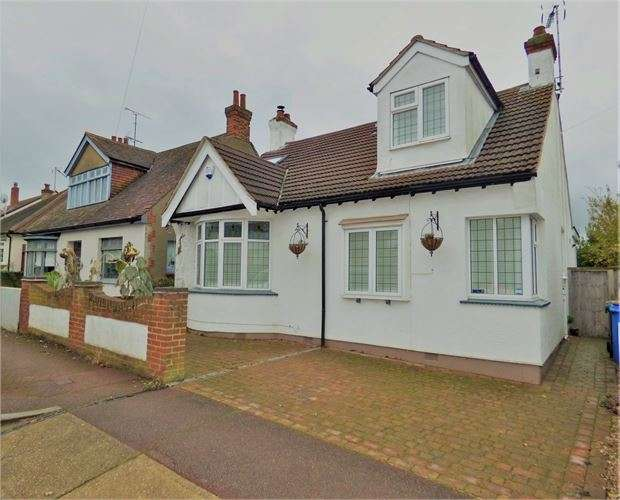 4 Bedrooms Detached Bungalow for sale in Lord Roberts Avenue, Leigh-on-Sea, Leigh-on-Sea, Essex. SS9 1ND