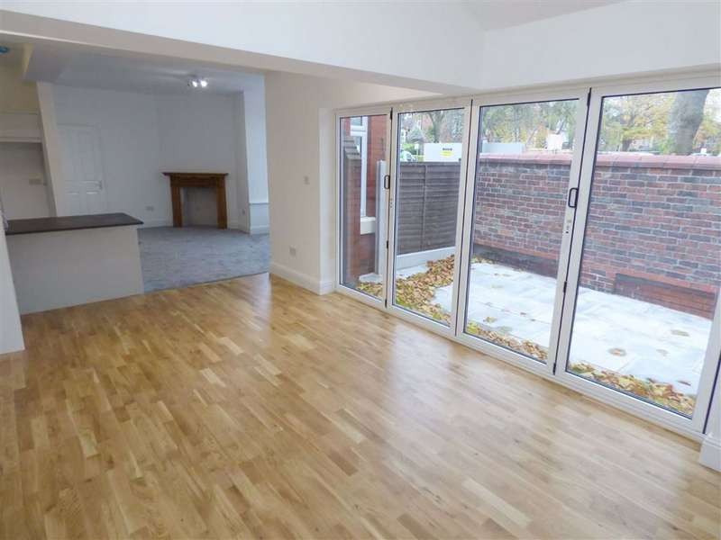 4 Bedrooms End Of Terrace House for sale in Burton Road, Withington, Manchester, M20