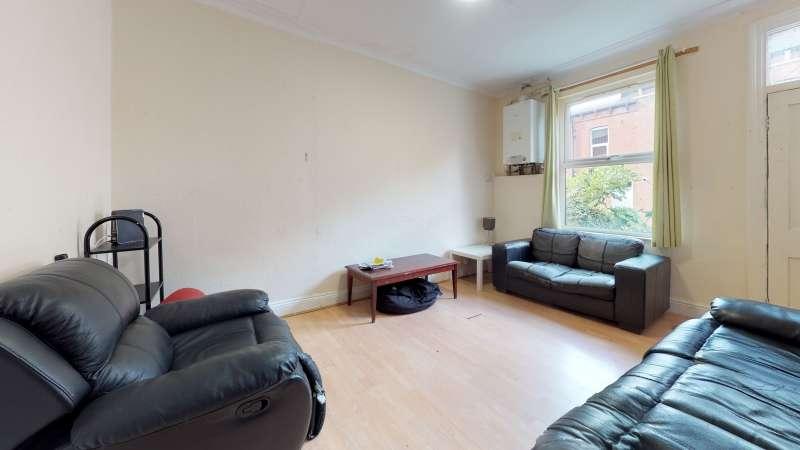6 Bedrooms Terraced House for rent in Hessle Mount, Hyde Park, Leeds