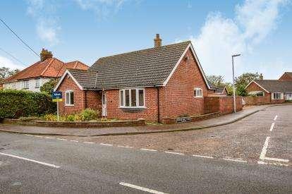 3 Bedrooms Bungalow for sale in Wymondham, Norfolk