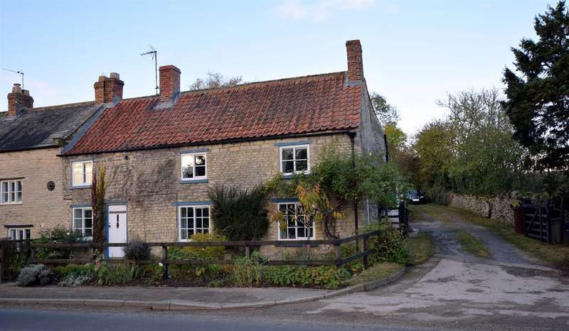 4 Bedrooms Semi Detached House for sale in Lane End Cottage, Aislaby, Pickering