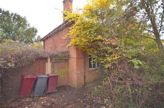 4 Bedrooms Semi Detached House for sale in Dulverton Gardens, Reading, Berkshire