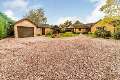 3 Bedrooms Bungalow for sale in Biggleswade Road, Upper Caldecote, Biggleswade, Bedfordshire