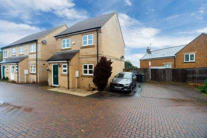 3 Bedrooms Detached House for sale in Blisworth Close, Northampton, Northamptonshire, Northants