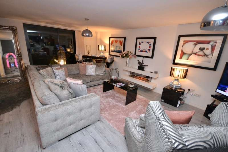 2 Bedrooms Apartment Flat for sale in Madison Square, City Centre, Liverpool, L1