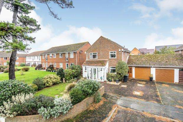 4 Bedrooms Link Detached House for sale in My Lords Lane, Hayling Island, Hampshire