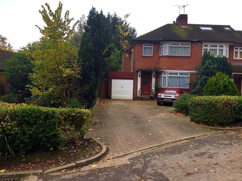 3 Bedrooms Property for sale in Woodend Gardens, Oakwood, Enfield