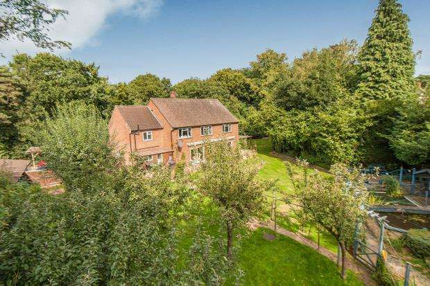 5 Bedrooms Detached House for sale in Guildford, Surrey