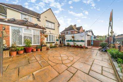 4 Bedrooms Semi Detached House for sale in Bruce Road, Kempston, Bedford, Bedfordshire