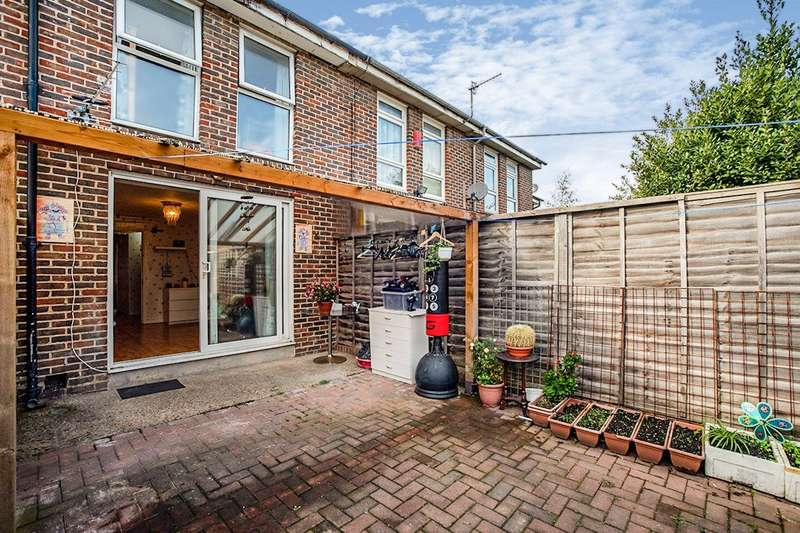 3 Bedrooms House for sale in Invermore Place, London, SE18