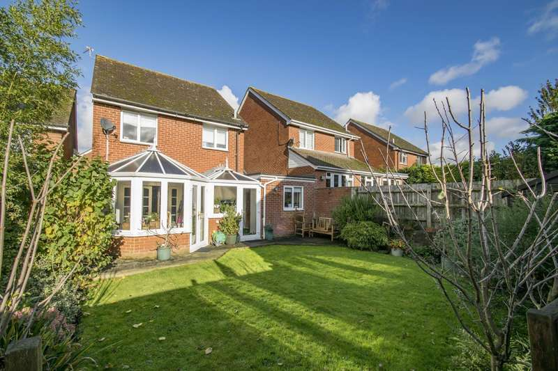 3 Bedrooms Link Detached House for sale in Bensgrove Close, Woodcote, Reading, RG8