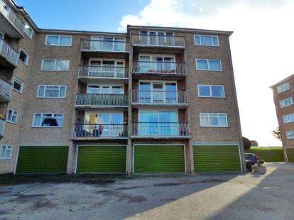 3 Bedrooms Flat for sale in Gale Moor Avenue, Alverstoke, Gosport