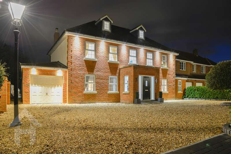 6 Bedrooms Detached House for sale in The Beeches, Lydiard Millicent