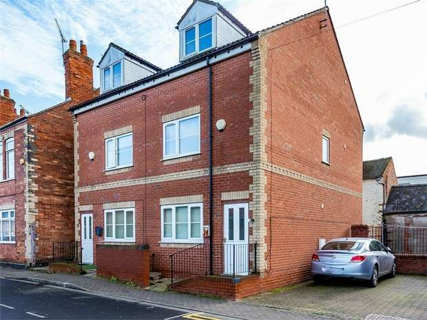 3 Bedrooms Semi Detached House for sale in Torr Street, Gainsborough, Lincolnshire