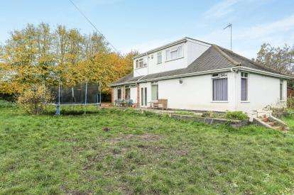 4 Bedrooms Bungalow for sale in Watersmeet Road, Wyken, Coventry, West Midlands