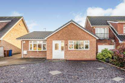 3 Bedrooms Bungalow for sale in Meriden Close, Cannock, Staffordshire, .