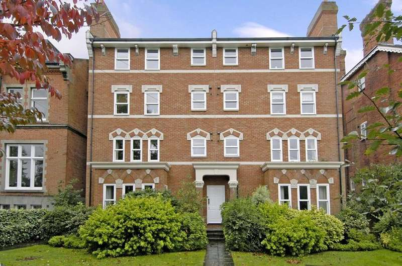 2 Bedrooms Flat for rent in Prospect Place, Osborne Road, Windsor, Berkshire, SL4