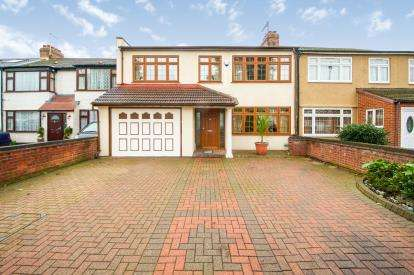 5 Bedrooms Semi Detached House for sale in Clydesdale, Ponders End, Enfield, Middlesex