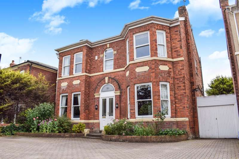 4 Bedrooms Detached House for sale in Eastbourne Road, Southport, PR8