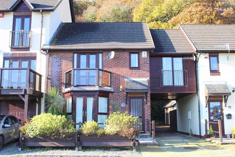 3 Bedrooms Semi Detached House for sale in Gaddarn Reach, Neyland, Milford Haven