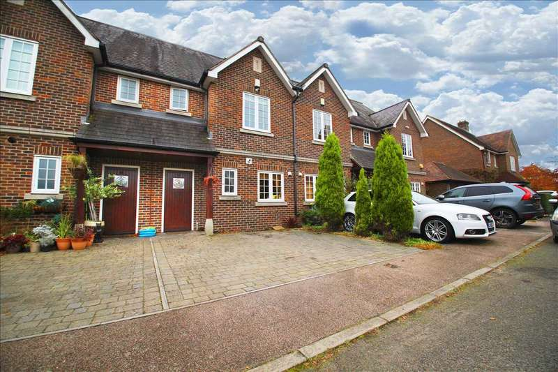 2 Bedrooms Terraced House for sale in Upper Lodge Way